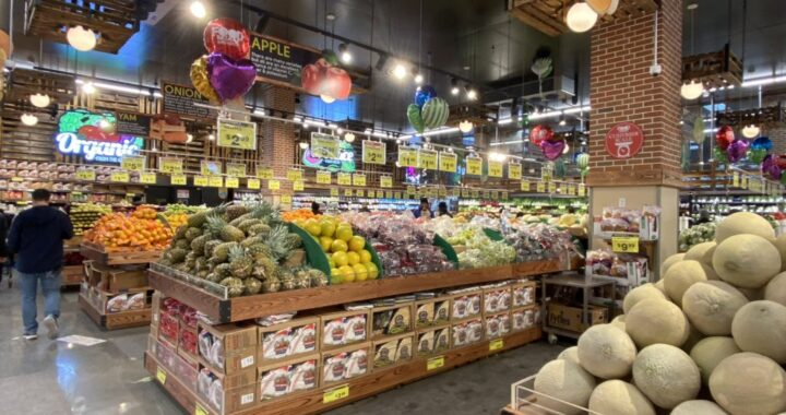 Food Bazaar serves need for fresh food, but bodegas still have their place